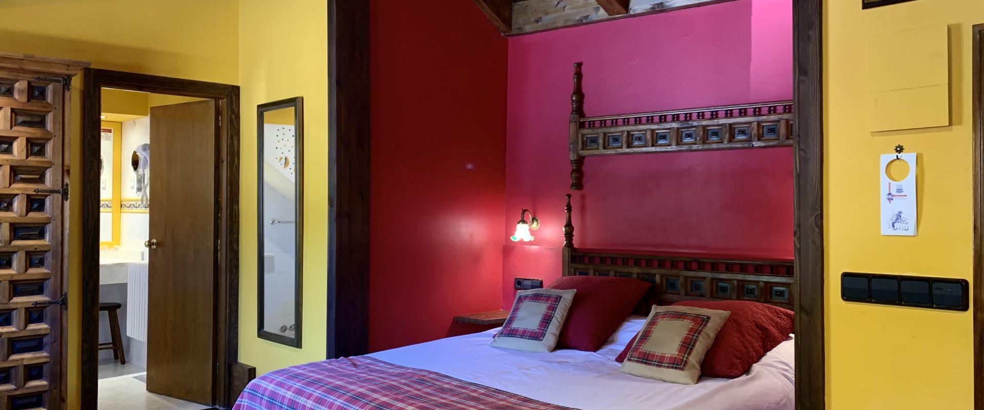 Double bedroom Hotel Aran la Abuela Vielha