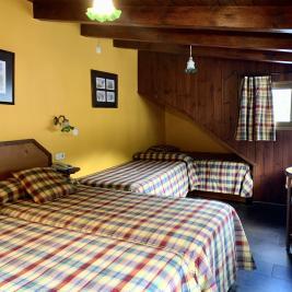 Chambre quatre lits simples Hotel Aran la Abuela Vielha