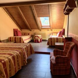 Chambre grenier quatre lits simples Hotel Aran la Abuela Vielha