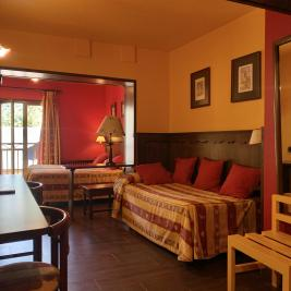 Chambre trois lits simples Hotel Aran la Abuela Vielha