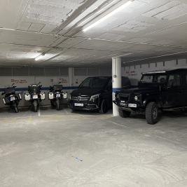 Covered parking for cars and motorcycles Hotel Aran la Abuela Vielha