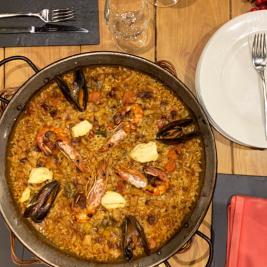 Plat de paella restaurant Hotel Aran la Abuela Vielha