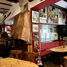 Bar cafétéria peintures Hotel Aran la Abuela Vielha